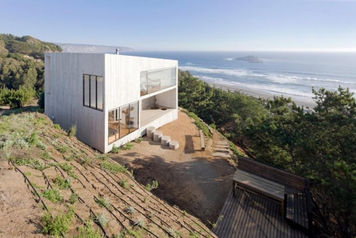 panorama-wmr-designed-d-house-two-storey-house-situated-top-cliff-panoramic-sea-views-01