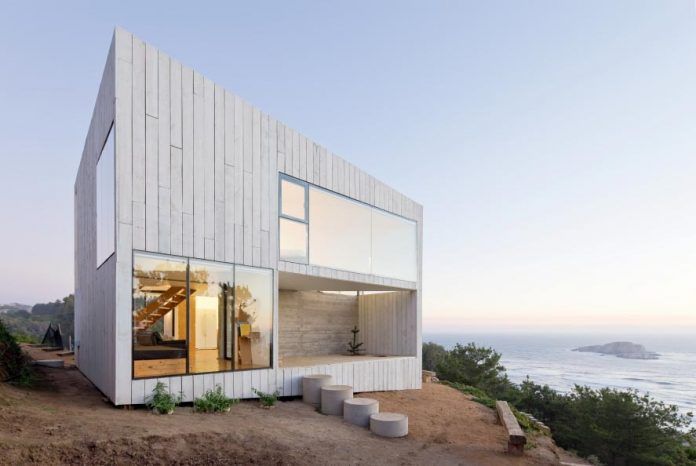 panorama-wmr-designed-d-house-two-storey-house-situated-top-cliff-panoramic-sea-views-02