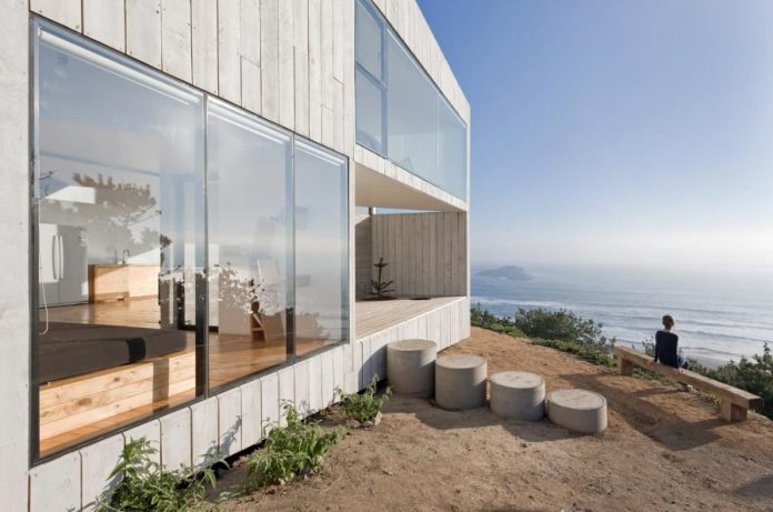 panorama-wmr-designed-d-house-two-storey-house-situated-top-cliff-panoramic-sea-views-03