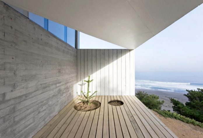 panorama-wmr-designed-d-house-two-storey-house-situated-top-cliff-panoramic-sea-views-05