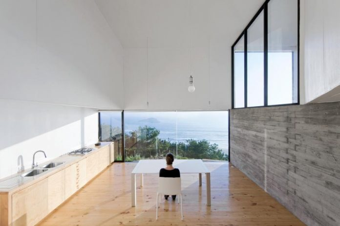 panorama-wmr-designed-d-house-two-storey-house-situated-top-cliff-panoramic-sea-views-09