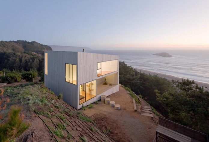 panorama-wmr-designed-d-house-two-storey-house-situated-top-cliff-panoramic-sea-views-12