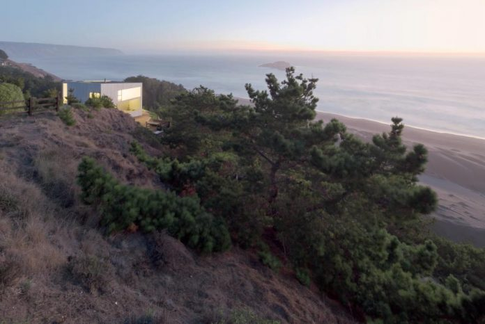 panorama-wmr-designed-d-house-two-storey-house-situated-top-cliff-panoramic-sea-views-13