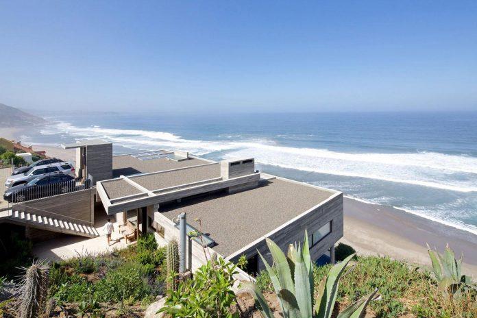 paravicini-beach-house-set-steeply-hillside-cristian-hrdalo-03