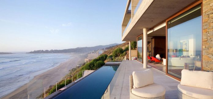 paravicini-beach-house-set-steeply-hillside-cristian-hrdalo-06