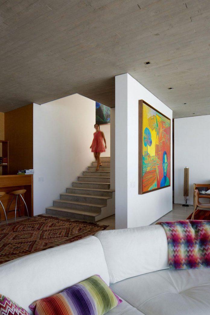 paravicini-beach-house-set-steeply-hillside-cristian-hrdalo-09