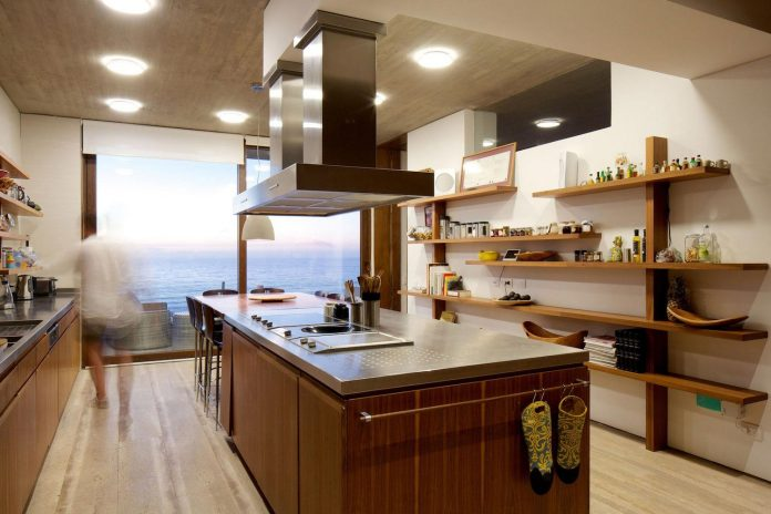 paravicini-beach-house-set-steeply-hillside-cristian-hrdalo-10