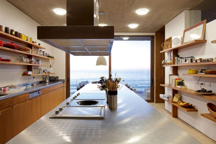 paravicini-beach-house-set-steeply-hillside-cristian-hrdalo-11