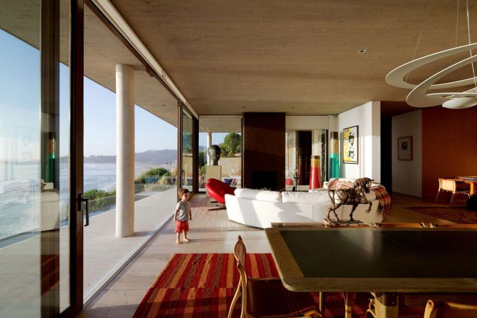 paravicini-beach-house-set-steeply-hillside-cristian-hrdalo-12