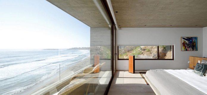 paravicini-beach-house-set-steeply-hillside-cristian-hrdalo-13