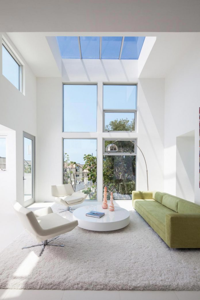 patrick-tighe-architecture-design-garrison-residence-open-floor-plan-views-surrounding-mountains-ocean-11