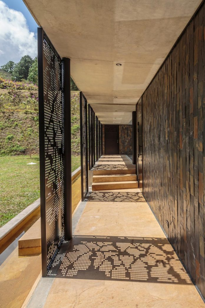 plan-b-arquitectos-design-vg-house-system-parallel-concrete-walls-define-four-volumes-connected-transversally-09