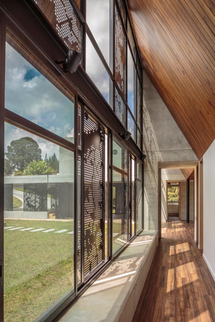 plan-b-arquitectos-design-vg-house-system-parallel-concrete-walls-define-four-volumes-connected-transversally-13