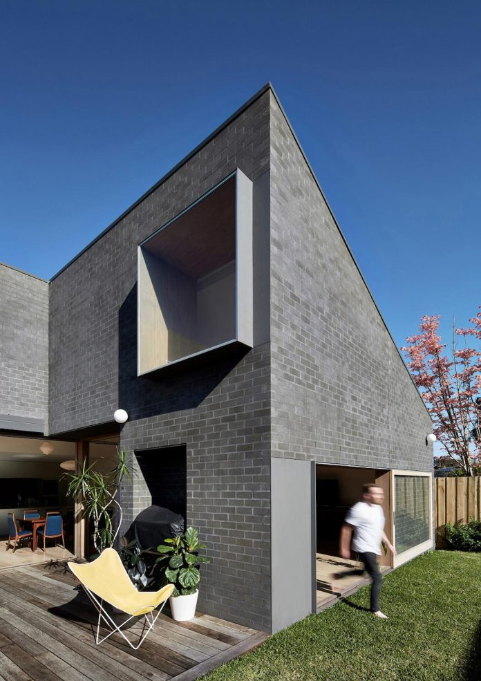 renovation-1930s-brick-rear-1970s-addition-home-contemporary-hoddle-house-freedman-white-01