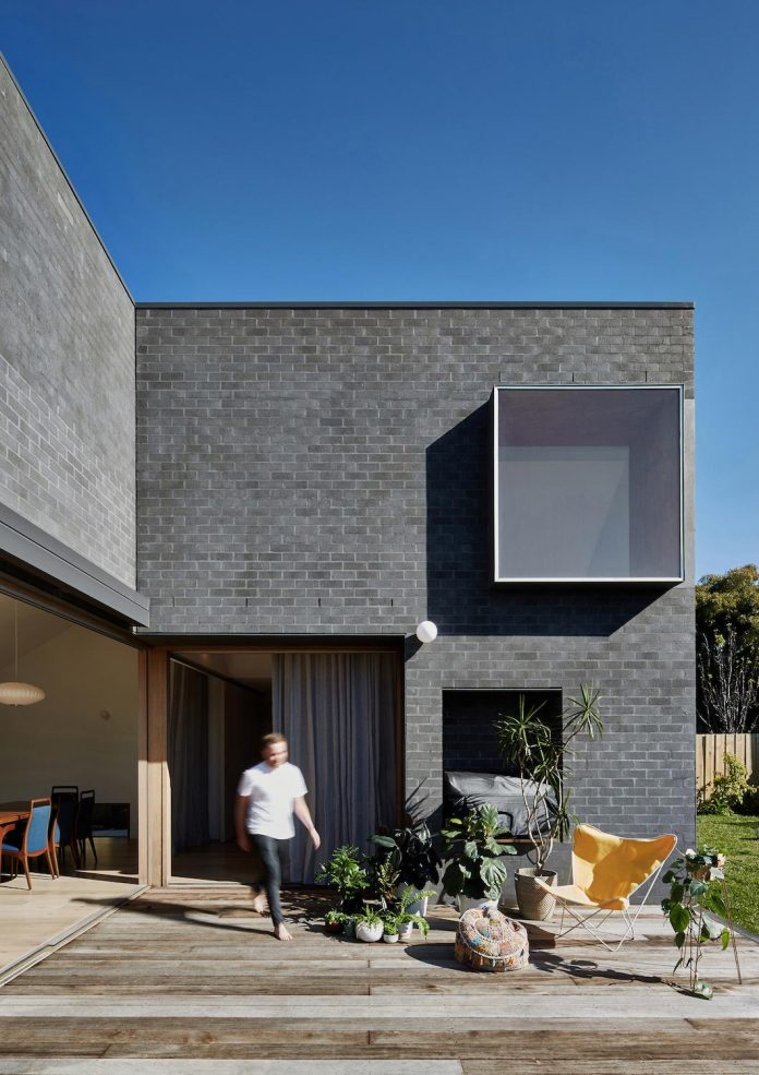 renovation-1930s-brick-rear-1970s-addition-home-contemporary-hoddle-house-freedman-white-02