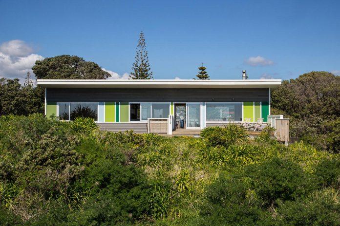 renovation-field-way-bach-house-waikanae-new-zealand-designed-parsonson-architects-01