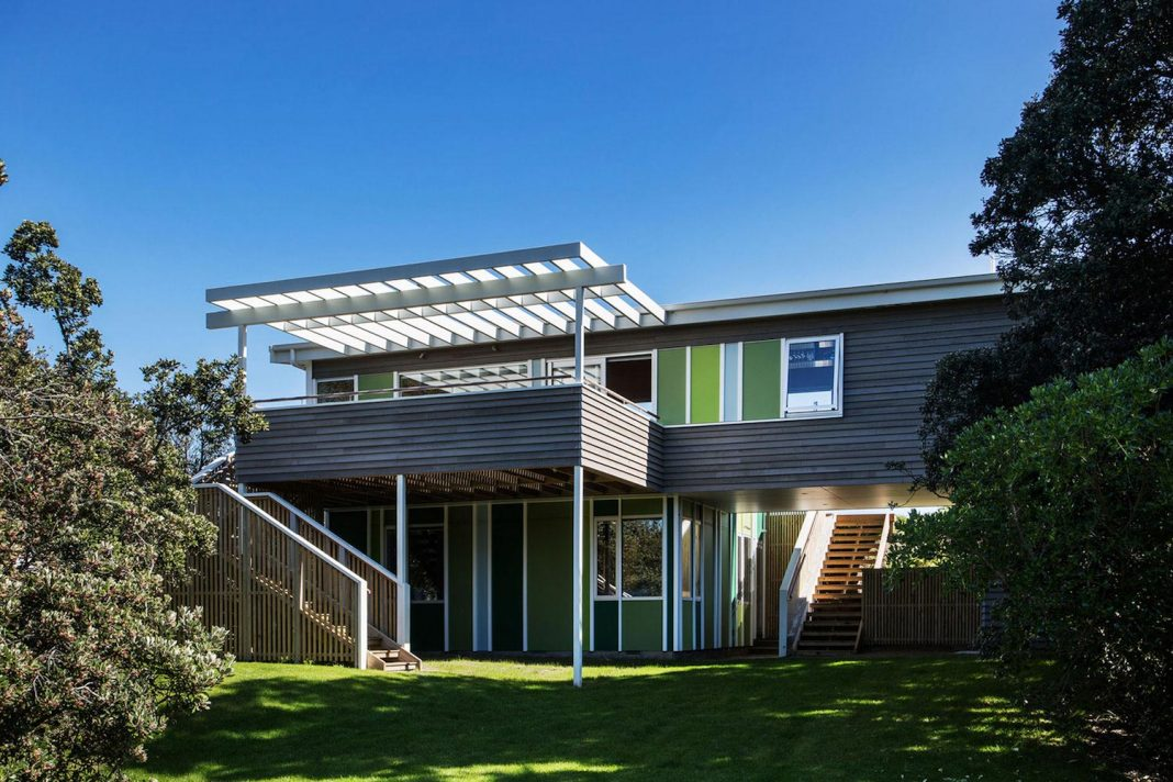 Renovation of Field Way Bach House in Waikanae, New Zealand designed by Parsonson  Architects