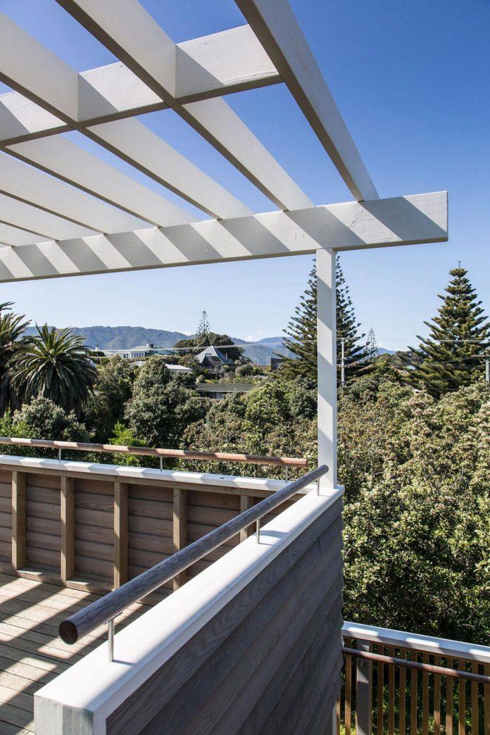 renovation-field-way-bach-house-waikanae-new-zealand-designed-parsonson-architects-04