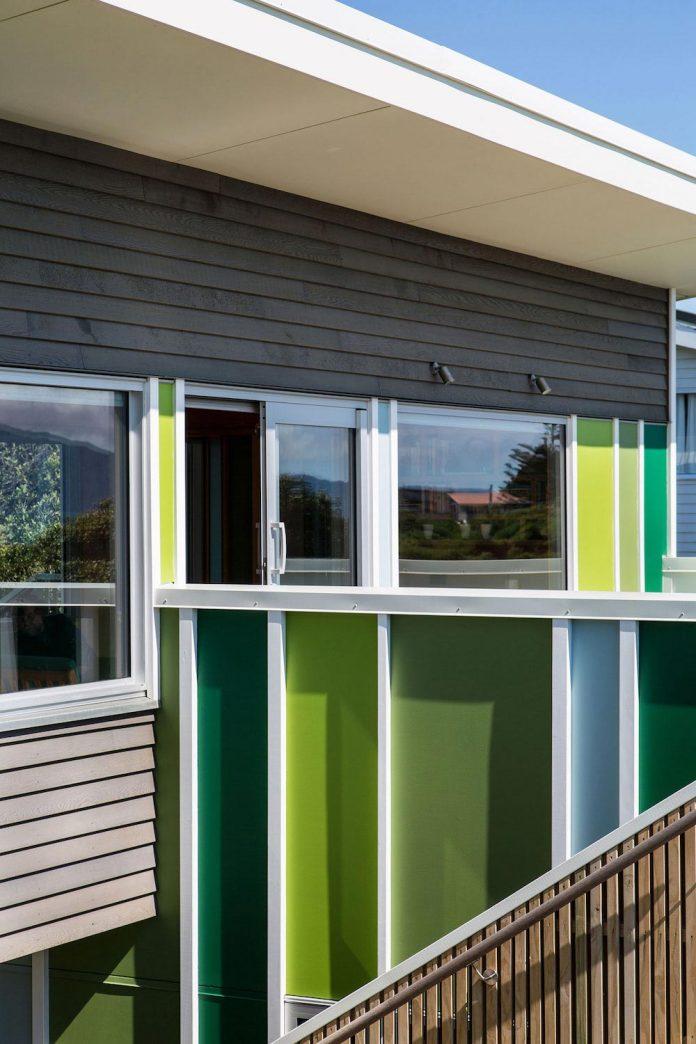 renovation-field-way-bach-house-waikanae-new-zealand-designed-parsonson-architects-05