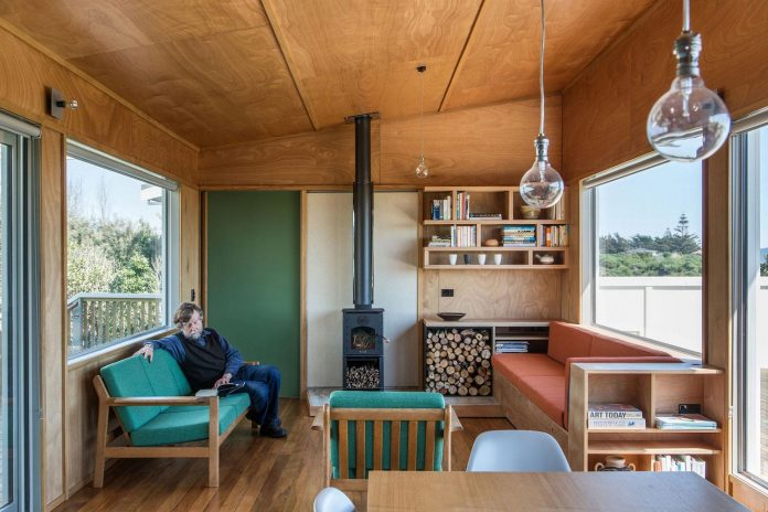 renovation-field-way-bach-house-waikanae-new-zealand-designed-parsonson-architects-07
