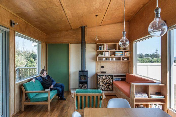 renovation-field-way-bach-house-waikanae-new-zealand-designed-parsonson-architects-07