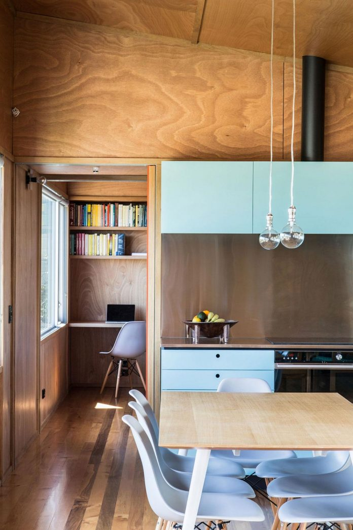 renovation-field-way-bach-house-waikanae-new-zealand-designed-parsonson-architects-12