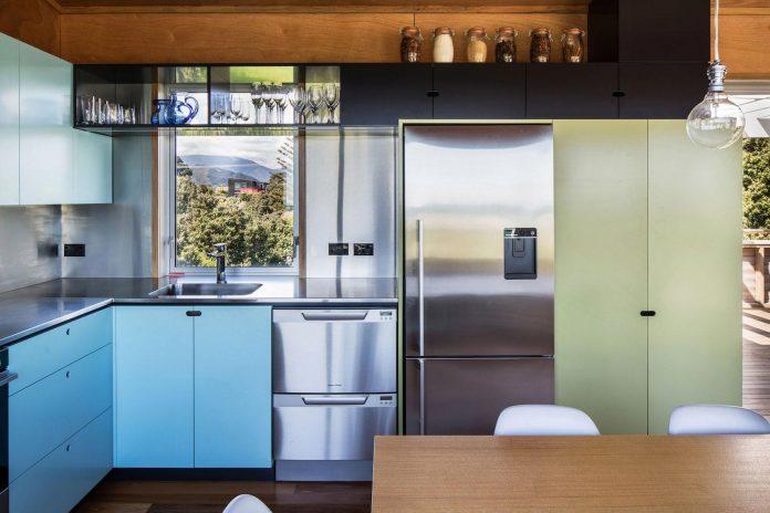 renovation-field-way-bach-house-waikanae-new-zealand-designed-parsonson-architects-13