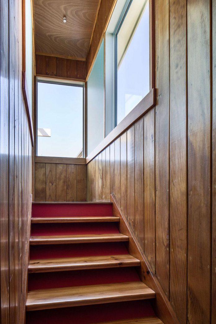 renovation-field-way-bach-house-waikanae-new-zealand-designed-parsonson-architects-14