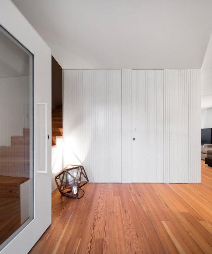 restelo-house-rear-made-series-windows-shutters-resembling-pattern-traditional-portuguese-tiles-joao-tiago-aguiar-03