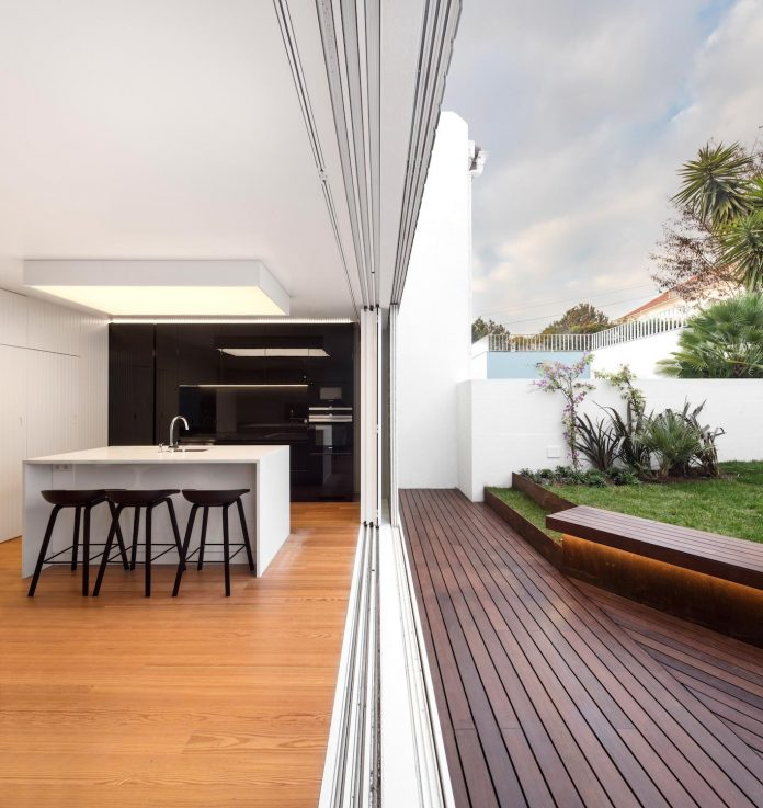restelo-house-rear-made-series-windows-shutters-resembling-pattern-traditional-portuguese-tiles-joao-tiago-aguiar-05