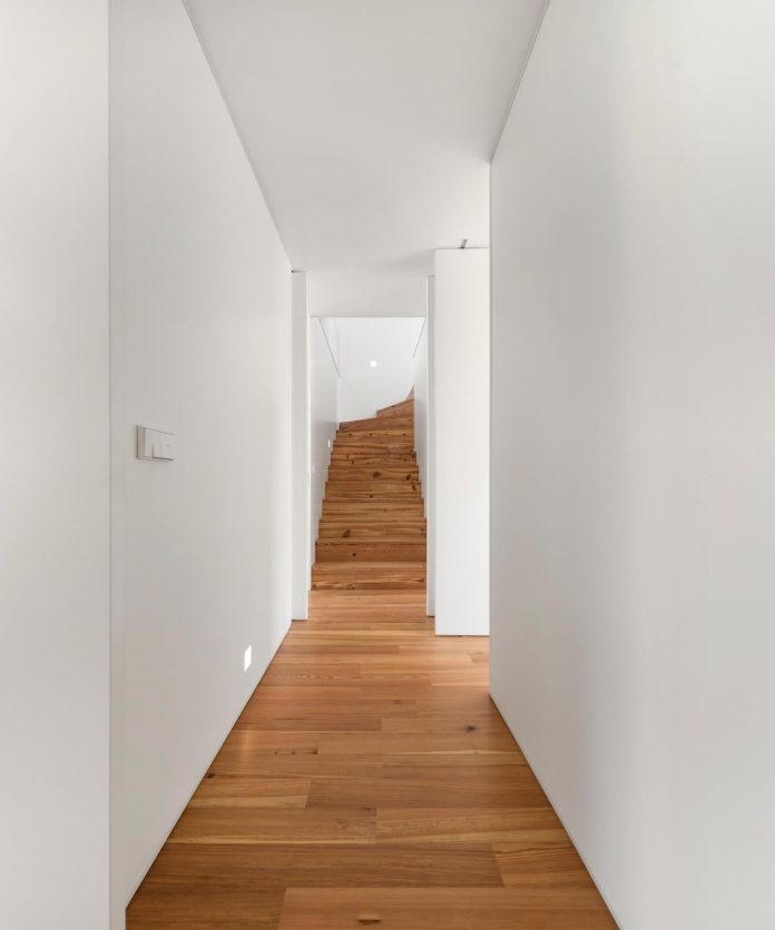 restelo-house-rear-made-series-windows-shutters-resembling-pattern-traditional-portuguese-tiles-joao-tiago-aguiar-11