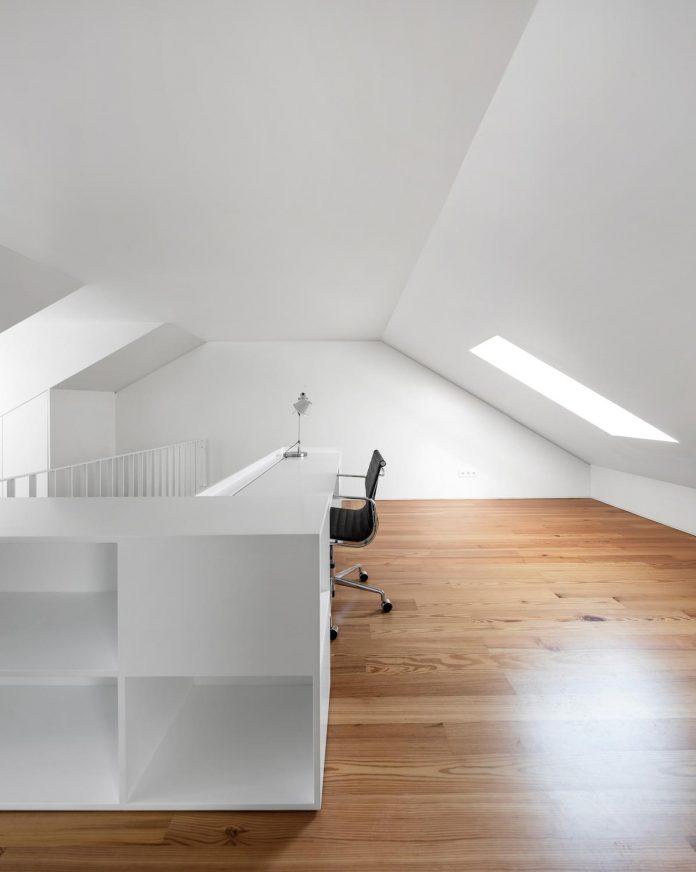restelo-house-rear-made-series-windows-shutters-resembling-pattern-traditional-portuguese-tiles-joao-tiago-aguiar-12