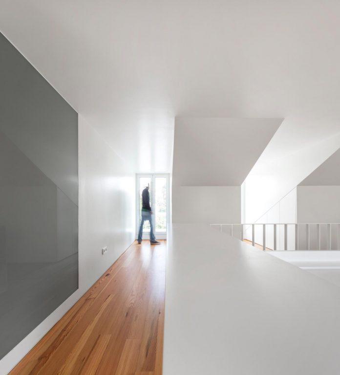 restelo-house-rear-made-series-windows-shutters-resembling-pattern-traditional-portuguese-tiles-joao-tiago-aguiar-14