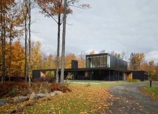 Rosenberry Residence, a family cottage located on a large wooded lot by Les architectes FABG