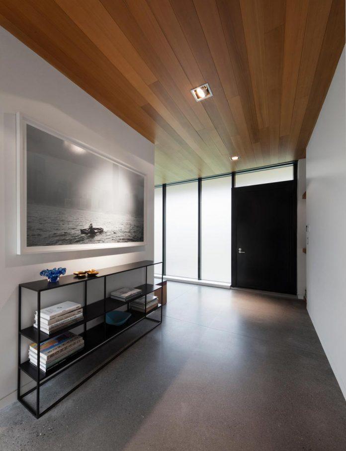rosenberry-residence-family-cottage-located-large-wooded-lot-les-architectes-fabg-06