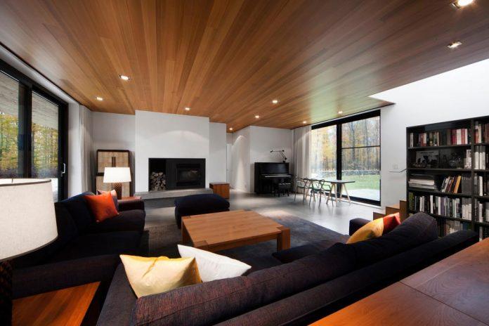 rosenberry-residence-family-cottage-located-large-wooded-lot-les-architectes-fabg-09