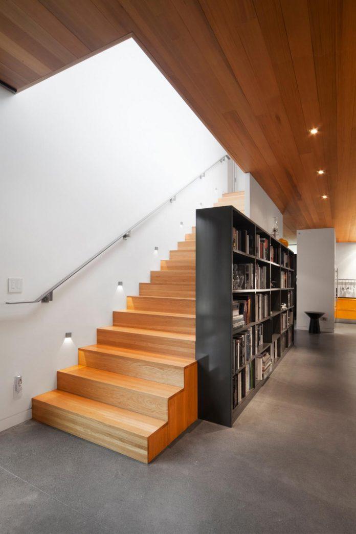 rosenberry-residence-family-cottage-located-large-wooded-lot-les-architectes-fabg-11