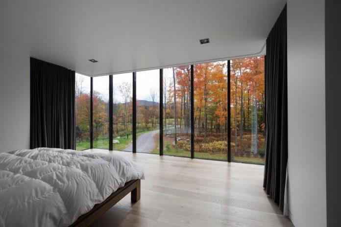 rosenberry-residence-family-cottage-located-large-wooded-lot-les-architectes-fabg-12