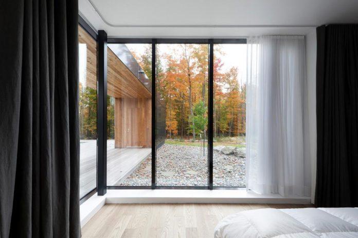 rosenberry-residence-family-cottage-located-large-wooded-lot-les-architectes-fabg-14