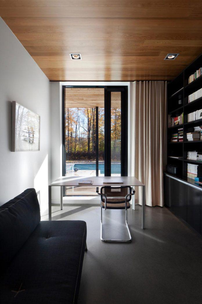 rosenberry-residence-family-cottage-located-large-wooded-lot-les-architectes-fabg-15