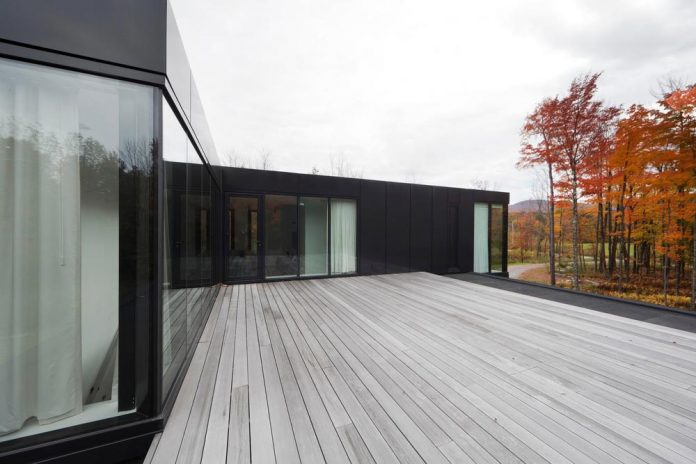 rosenberry-residence-family-cottage-located-large-wooded-lot-les-architectes-fabg-17