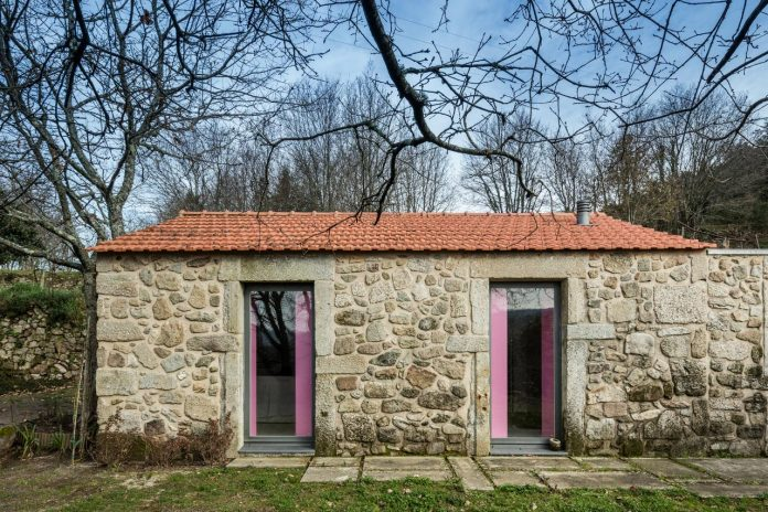 rural-tourism-paredes-de-coura-renovation-17th-century-farmhouse-escritorio-de-arquitetos-08