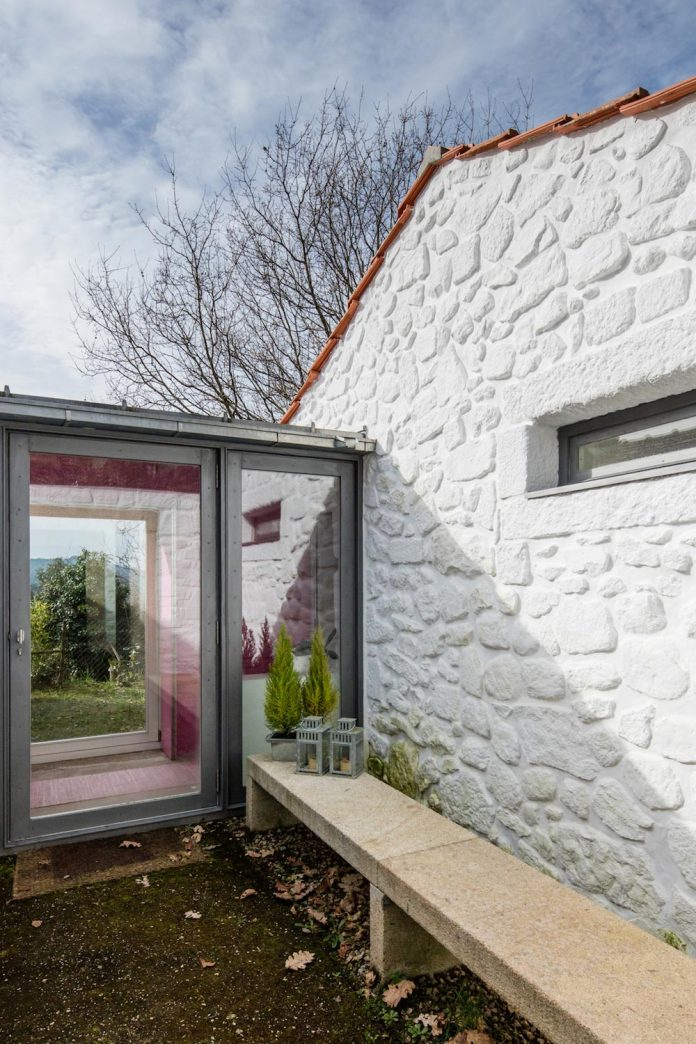 rural-tourism-paredes-de-coura-renovation-17th-century-farmhouse-escritorio-de-arquitetos-10