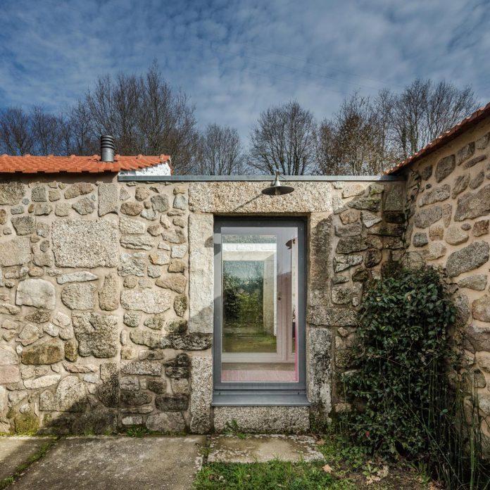 rural-tourism-paredes-de-coura-renovation-17th-century-farmhouse-escritorio-de-arquitetos-11