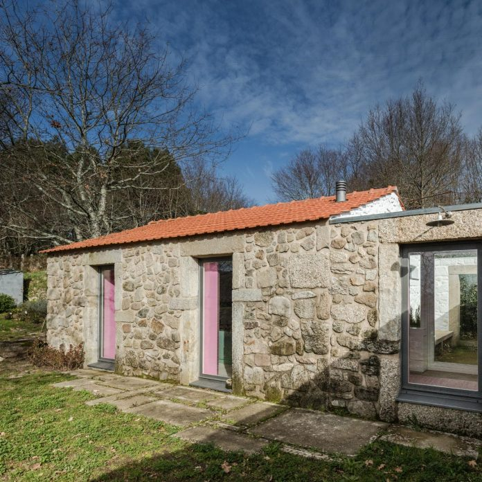 rural-tourism-paredes-de-coura-renovation-17th-century-farmhouse-escritorio-de-arquitetos-12