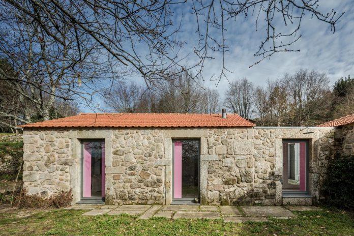 rural-tourism-paredes-de-coura-renovation-17th-century-farmhouse-escritorio-de-arquitetos-13