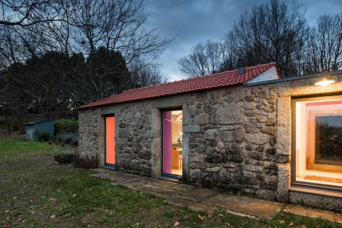 rural-tourism-paredes-de-coura-renovation-17th-century-farmhouse-escritorio-de-arquitetos-27