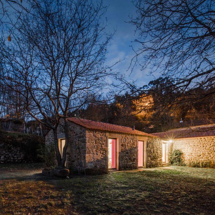 rural-tourism-paredes-de-coura-renovation-17th-century-farmhouse-escritorio-de-arquitetos-28