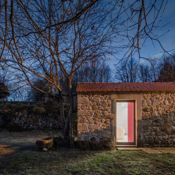 rural-tourism-paredes-de-coura-renovation-17th-century-farmhouse-escritorio-de-arquitetos-29