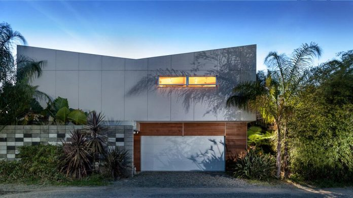 sacramento-modern-home-oasis-city-inner-focussed-courtyard-garden-home-designed-serrao-architecture-design-01